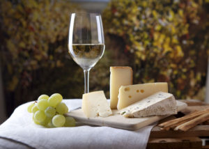 Wine-tasting-with-cheese